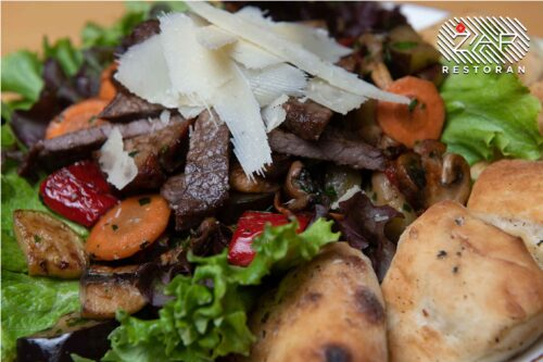 obrok-salate-biftek-salata-restoran-zar
